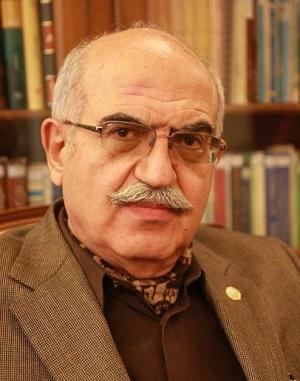 بهمن کشاورز در غرفه «تابناک»: بخواهیم و نخواهیم، بخواهند و نخواهند، مجلس در راس امور است